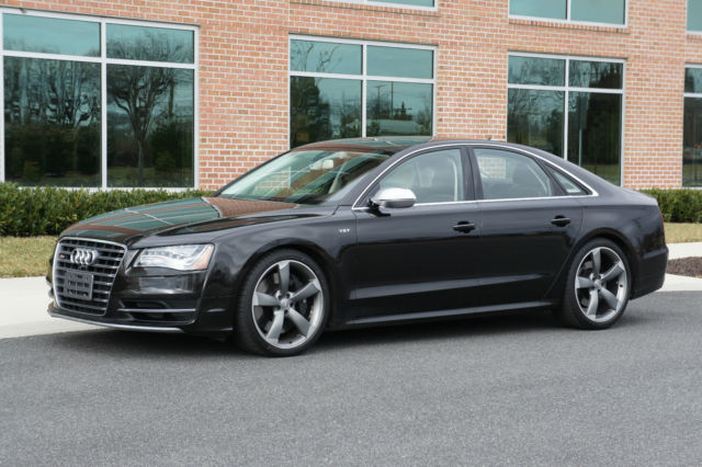2013 Audi S8 (Black/Brown)