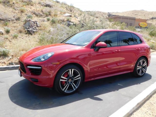 2013 Porsche Cayenne (Guards Red/Black w/Textured Partial Leather Seat Trim)