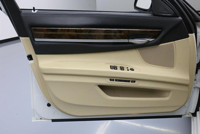 2015 BMW 7-Series (White/Tan)