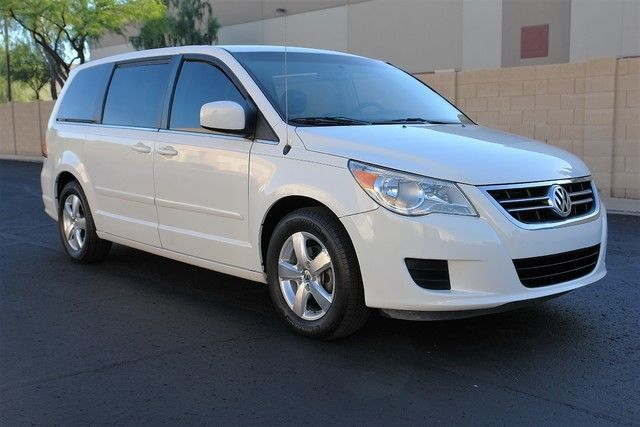 2009 Volkswagen Routan (White/Gray)