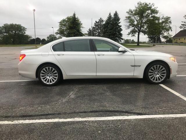 2011 BMW 7-Series (WHITE (MINERAL WHITE METTALIC/CHARCOAL BLACK)