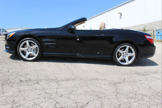 2013 Mercedes-Benz SL550 (Magnetite Black Metallic/Brown/Beige w/Premium Leather Upholstery)