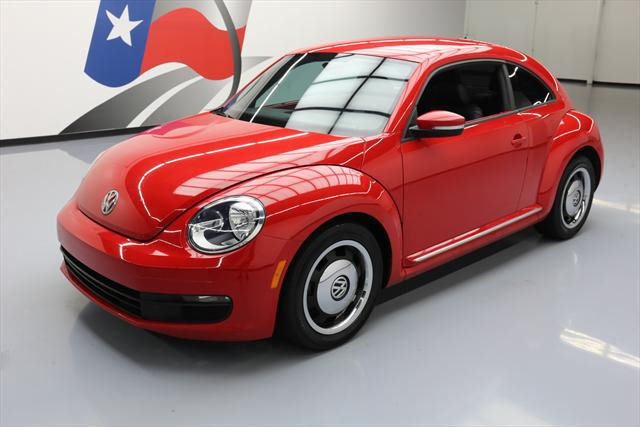 2012 Volkswagen Beetle-New (Red/Black)