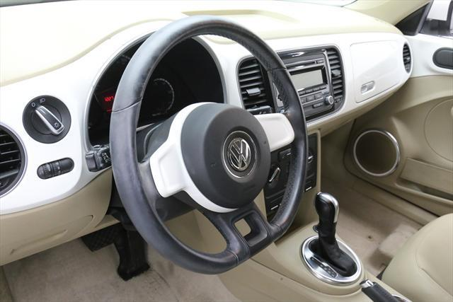 2013 Volkswagen Beetle-New (White/Tan)