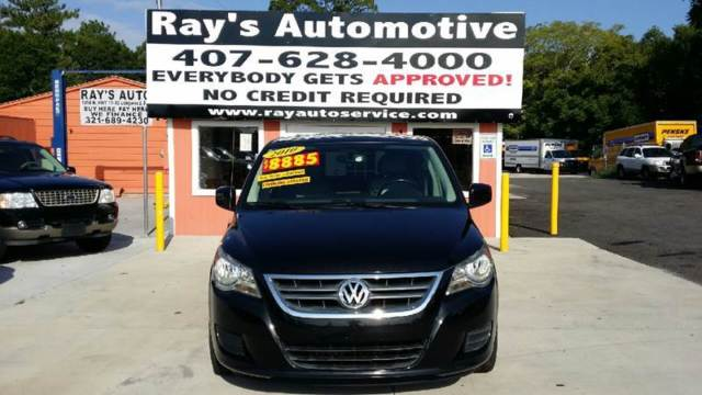 2010 Volkswagen Routan (Black/Gray)