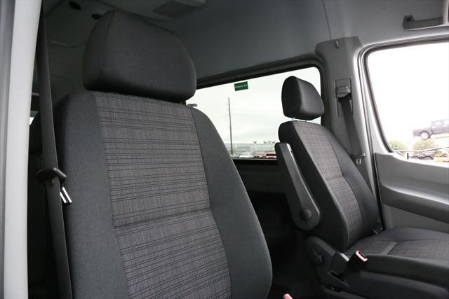 2015 Mercedes-Benz Sprinter (Silver/Black)