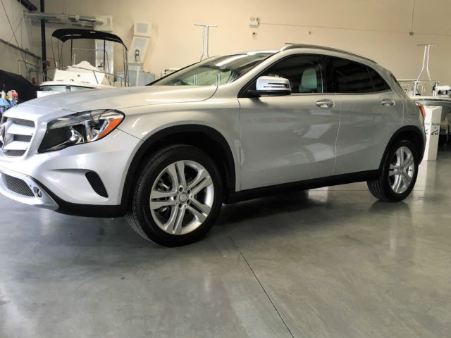 2015 Mercedes-Benz GLA-250 (MINERAL WHITE/Black)