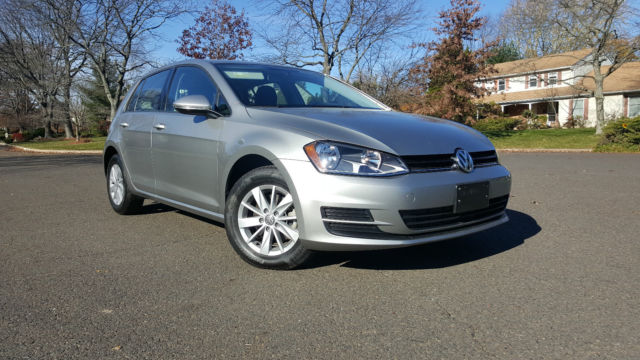 2016 Volkswagen Golf (Gray/Gray)