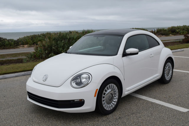 2014 Volkswagen Beetle-New (Candy White/Titan Black)