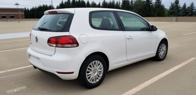2010 Volkswagen Golf (White/Black)
