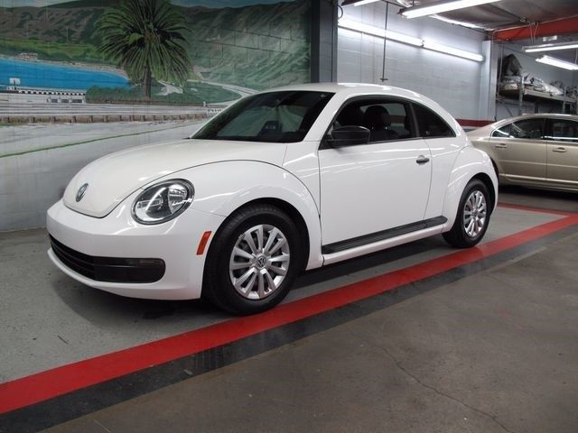 2012 Volkswagen Beetle-New (White/Black)