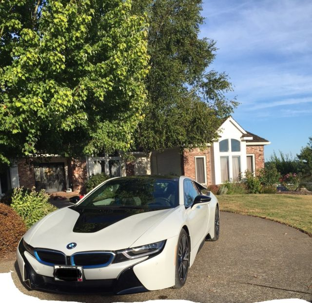 2015 BMW i8 (White/Black)