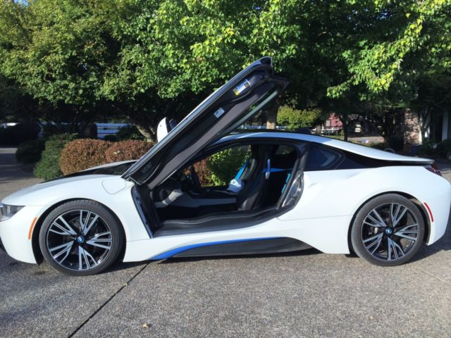 seller of german cars 2015 bmw i8 white black