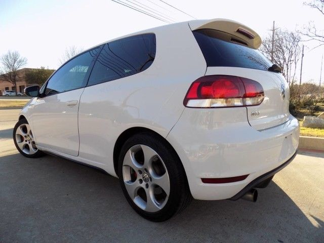 2010 Volkswagen Golf (White/Gray)
