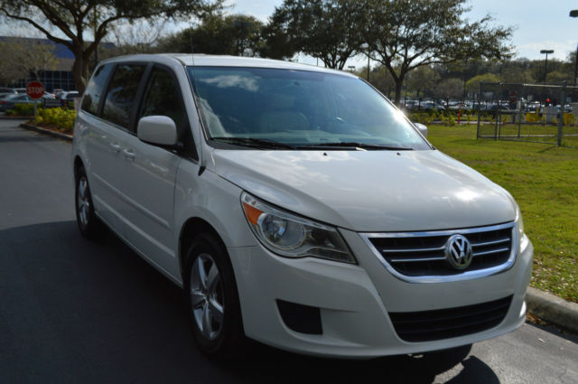 2010 Volkswagen Routan (White/Tan)