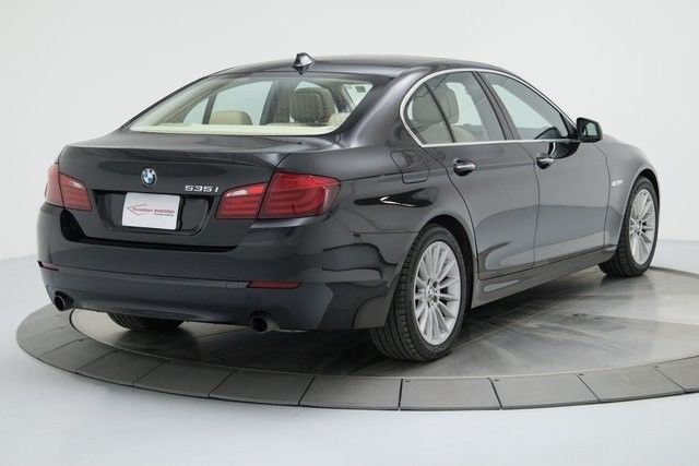 2011 BMW 5-Series (Black/Venetian Beige)