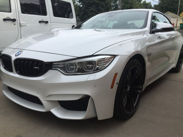 2016 BMW M4 (Mineral White Metallic/Nutmeg)