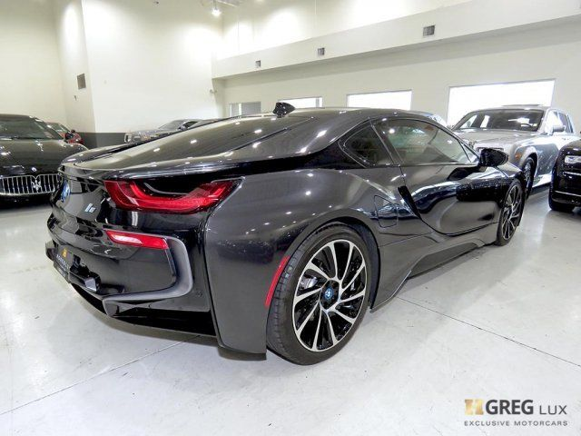 2015 BMW i8 (Gray/White)