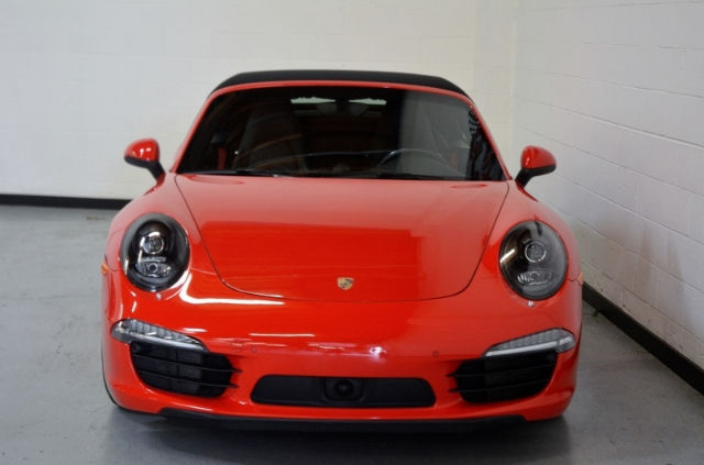 2015 Porsche 911 (Guards Red/Black)