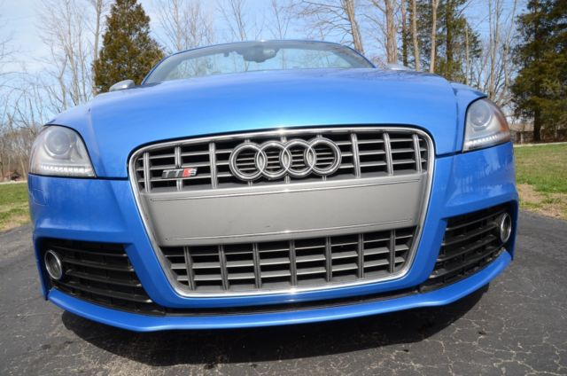 2010 Audi TT (Sprint Blue/Black and White Leather)