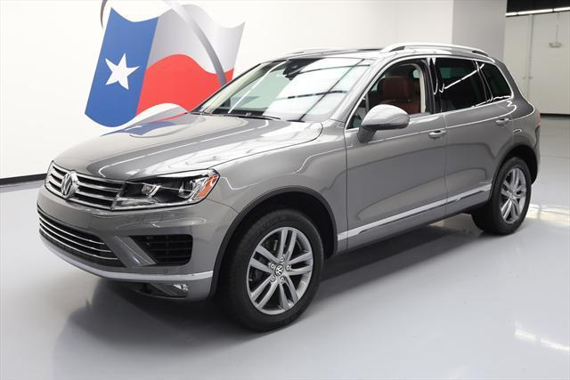 2016 Volkswagen Touareg (Gray/Brown)