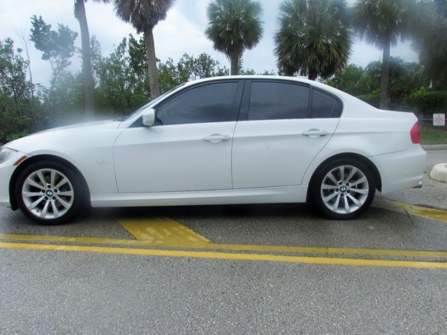 2011 BMW 3-Series (White/Black)