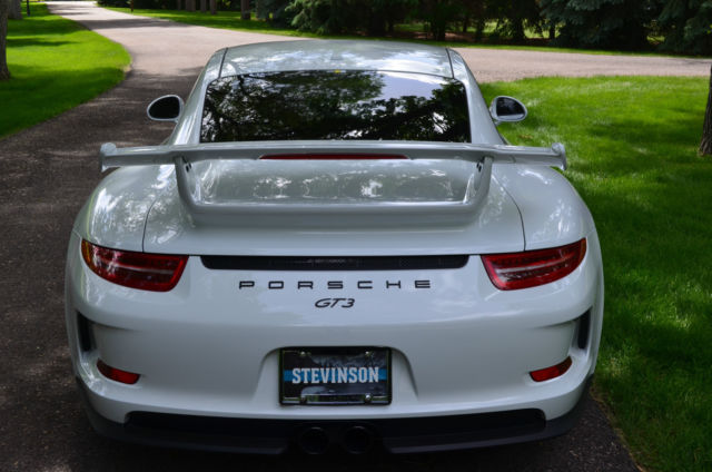 2015 Porsche 911 (White/Black Leather w/Alcantara)