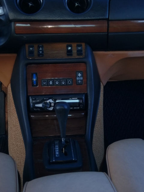 1983 Mercedes-Benz 300-Series (Champagne/palomino)