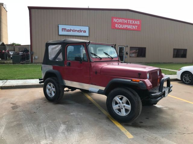 1987 Jeep Wrangler (Burgundy/Gray)