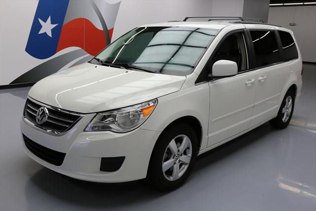 2011 Volkswagen Routan (White/Gray)