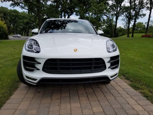 2015 Porsche Macan (White/Black)