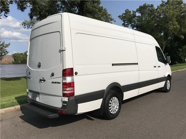 2011 MERCEDES BENZ/FREIGHTLINE SPRINTER 2500 (White/Gray)