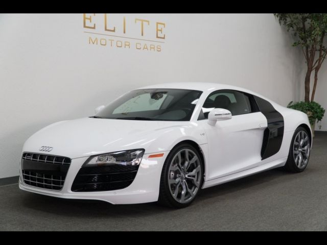 2012 Audi R8 (White/Red)