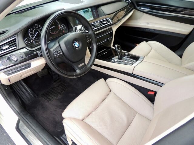 2009 BMW 7-Series (Pearl White/Off white)