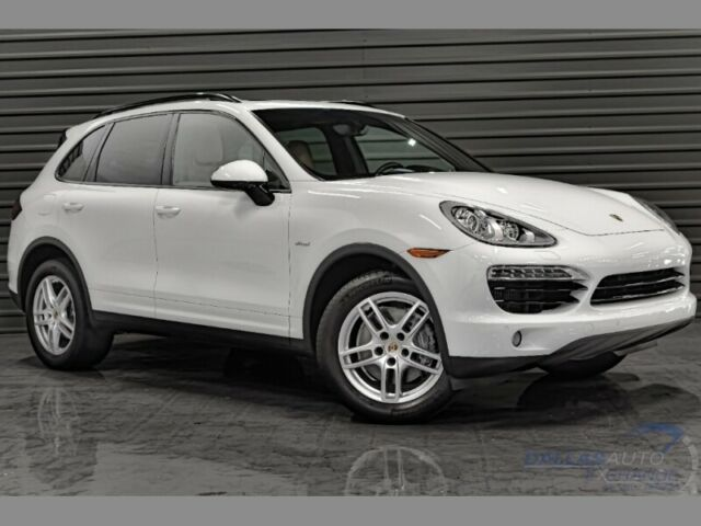 2013 Porsche Cayenne (White/Brown)