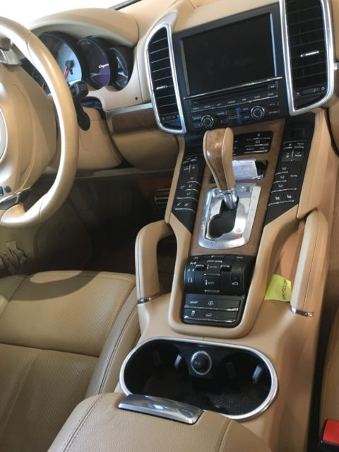 2012 Porsche Cayenne (Brown/Buckskin leather with Olive Wood trim)