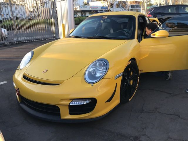 2008 Porsche 911 (Yellow/Black)