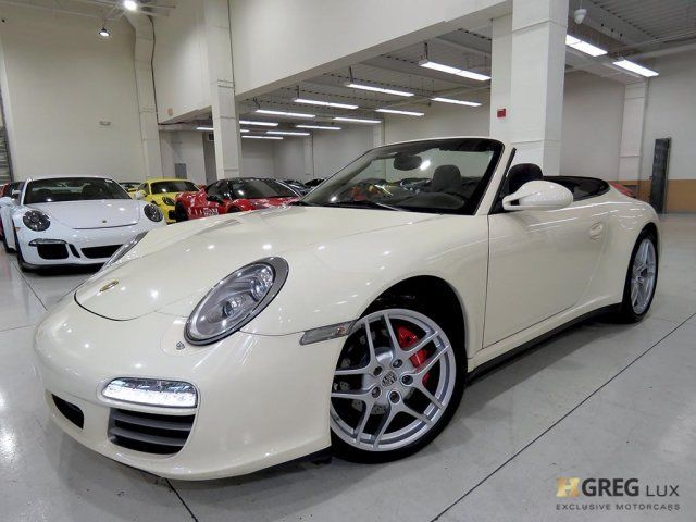 2010 Porsche 911 (White/Cocoa w/Special Leather Seat Trim)