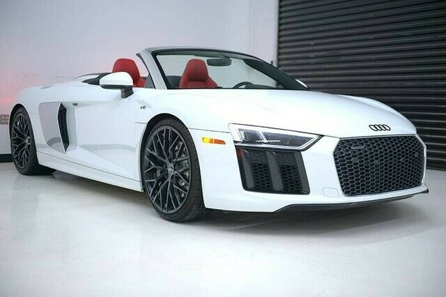 2017 Audi R8 (White/Red)