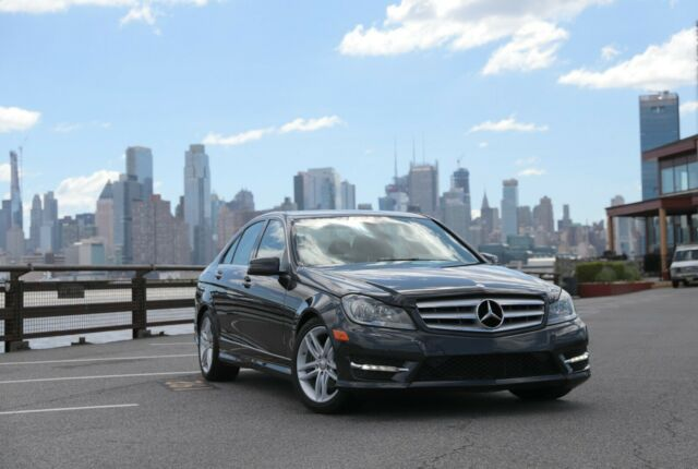 2012 Mercedes-Benz C-Class (Dark Gray Metallic/Black)