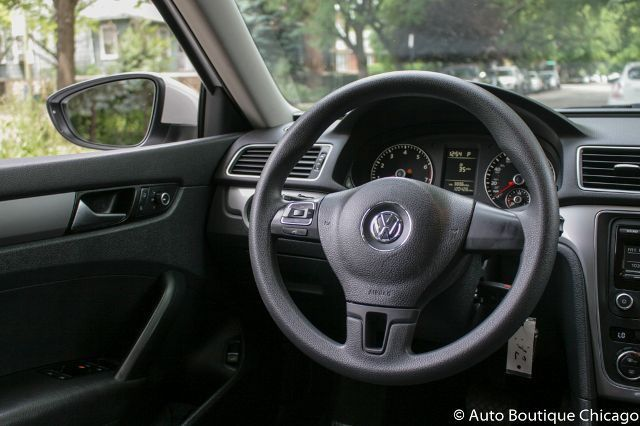 2012 Volkswagen Passat (White/Moonrock w/Cloth Seating Surfaces)