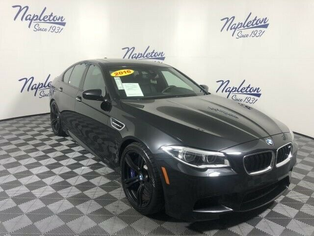 2016 BMW M5 (Blue/Black)