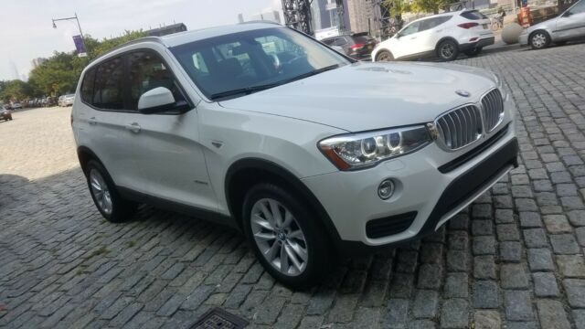 2017 BMW X3 (White/Black)