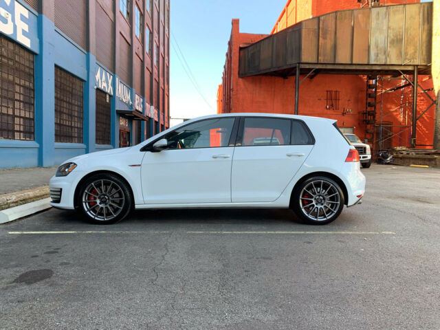 2017 Volkswagen Golf (White/Black)