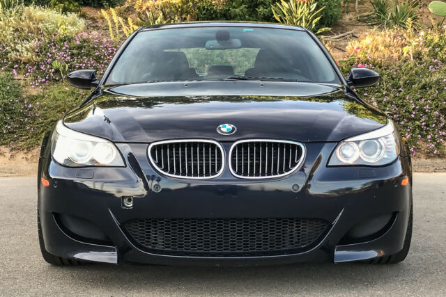 2008 BMW M5 (Blue/Black)