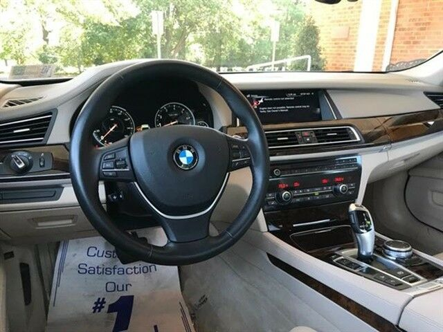 2015 BMW 7-Series (Glacier Silver Metallic/Ivory White/Black)