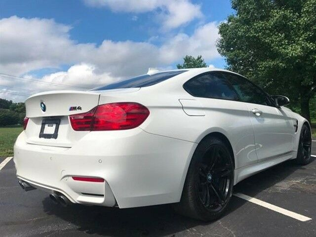 2015 BMW M4 (Mineral White Metallic/Sakhir Orange/Black)