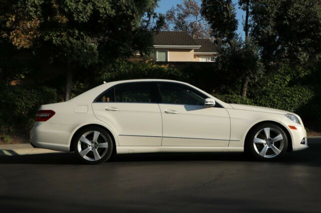 2011 Mercedes-Benz E-Class (Designo Diamond White/Brown Leather)