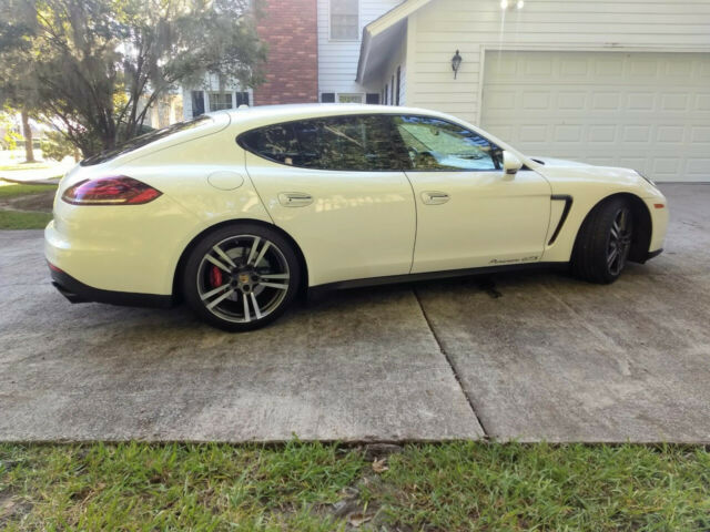 2014 Porsche Panamera (White/Cream and Black)