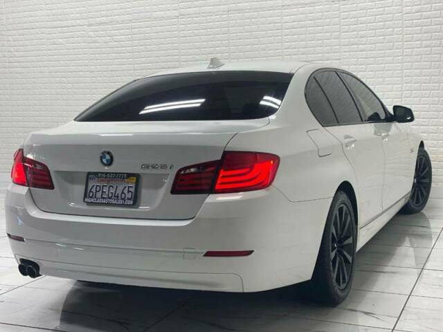 2011 BMW 5-Series (White/Black)